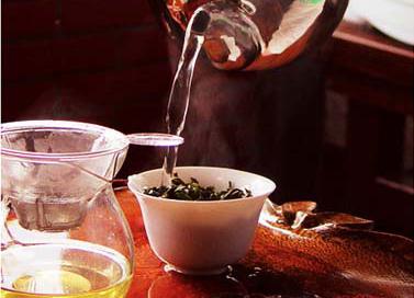 普洱茶锁喉是什么原因